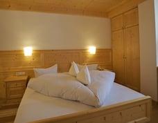 Camera matrimoniale mansardata oppure piccola senza balcone